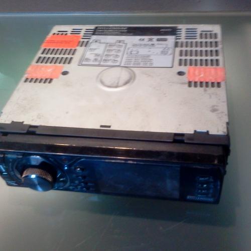 USB/CD rádió Millenium MN 9402 MP3 WMA CD MP3 Autórádió LCD kijelző Levehető előlap CD/MP3/WMA/CD - lejátszás (rázkódásvédelemmel - ESP) AM / FM-RDS rádió 30 rádió állomás Elektromos Hangerő / Balance / Treble / Bass / Fader szabályozás 4x15W hangkimenet MP3 lejátszás sorszám és zene cím alapján, ID3 kijelzés EON funkció (műsor típus választás) USB/SD/MMC kártyaolvasó AUX bemenet az előlapon Előre beállított hangszínek: Rock, Pop, Jazz, Classic Flat RCA kimenet, Video Ki- / Bemenet ISO csatlakozó Sunplus szervo rendszer Mélynyomó kimenet Sanyo CD olvasófej <S>Távirányító</S> 5000Ft