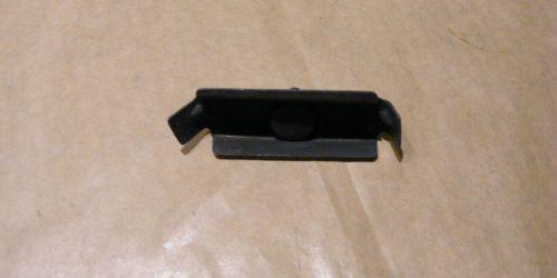 Suzuki Swift Bal első vészháritó és sárvédő rögzitő elem  790Ft