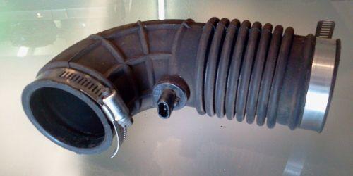 Suzuki Wagon R+ Szívócső, gumicső és levegő-hőmérsékletmérő szenzor  8000Ft