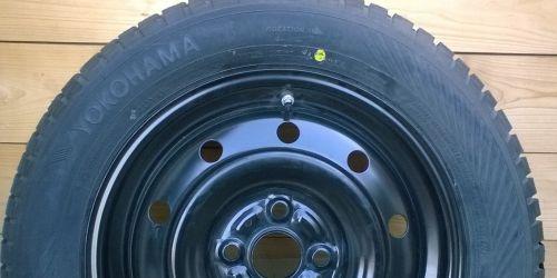 2010- Suzuki Swift, Opel - Acélfelni és téli gumi 15 col ET 40 szett (4db) Eredeti ára: <s>191600Ft</s> Ft/4db Gumi: YOKOHAMA W.drive 175/65 R15 84T Felni: 5Jx15CH ET40 - guminyomás érzékelő szenzorral. 99600Ft